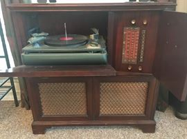 Vintage Stereo system in Cabinet