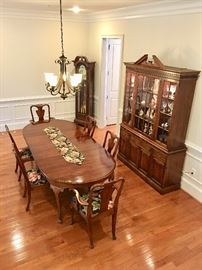 "Stratton ""OldTowne"" Queen Anne table, 8 chairs, buffet.  Very good condition."
