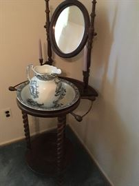 a wonderful example of an 18th-century wash stand!