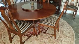 Sheridan Style Heritage Made in USA round dining table with solid, well crafted Queen Anne style chairs.