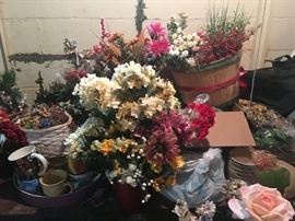 tons of silk flowers from previous Floral shop business High quality