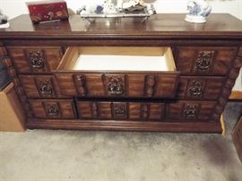 Beautiful king bedroom set, 3 dressers, headboard, 2 night stands. Buy the King Sleep Number too!
