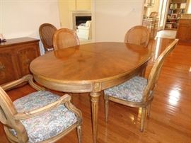 nice table w/2 leaves & 6 chairs