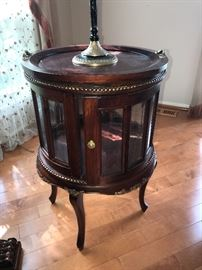 VICTORIAN ROUND TABLE