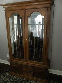 10 gun oak cabinet