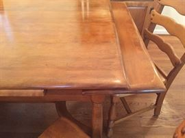 Vintage wood slide out leaf table and six matching chairs! High quality and the perfect size for any home! Excellent condition!