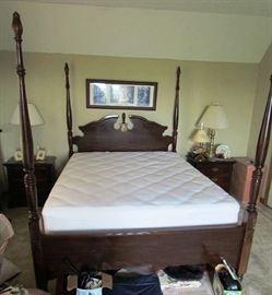 Beautiful 4 Poster Bed, pat of 5 Piece Bedroom Set