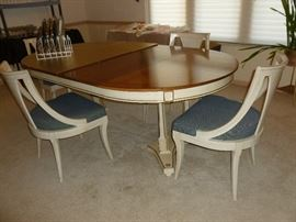 Henredon DR  Table, Chairs, leaves & pads