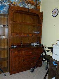 Dresser w/hutch w/leather trim