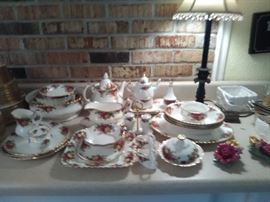 Royal Albert - Old Country Rose  - serving pieces