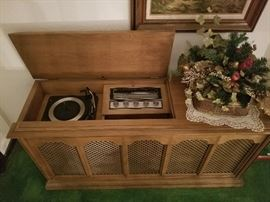 Sylvania Vintage Stereo and Record Player Cabinet
