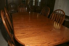 OAK DINING TABLE TO SEAT 4 - 10
