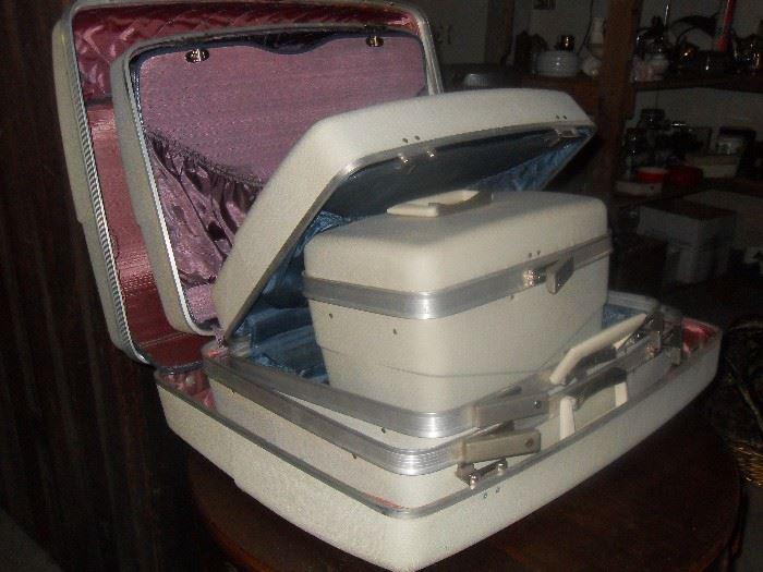 Vintage luggage- like new