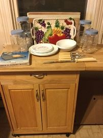 Kitchen Essentials and Cart Lot  http://www.ctonlineauctions.com/detail.asp?id=738866