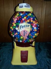 Antique 1 Cent Yellow Gumball Machine w Key