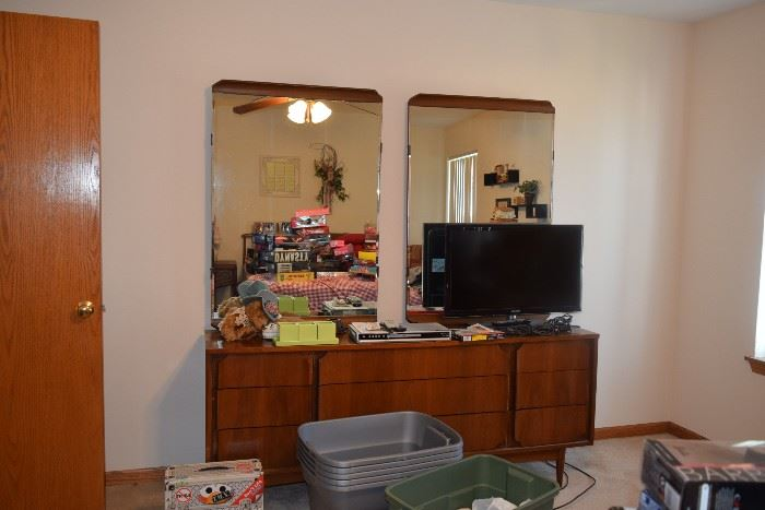 Vintage Dresser with two mirrors