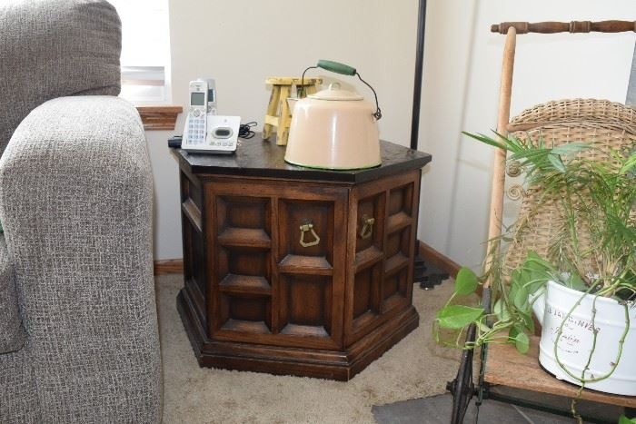 Side table and vintage tea pot