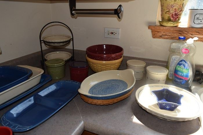 Bowls, baking pans, kitchen items