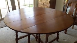 Vintage Ethan Allen fold down dining room table with 4 chairs
