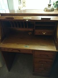 Small oak roll top desk in good condition