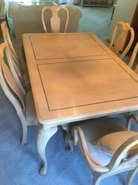 Lexington Dining Room Table with 6 Chairs & 2 Leaves