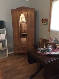 Vintage armoire'