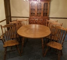 Oval dining room table with leaf and six chairs
