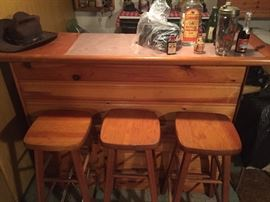 Knotty Pine Portable Bar and 4 stools