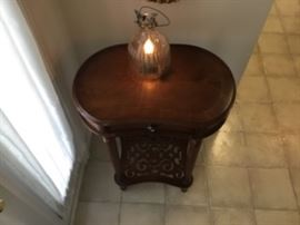 ENTRY TABLE - FINE FINISHED DARK WOOD