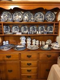 Blue Willow patterned dishware