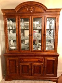 LIGHTED GLASS CHINA CABINET WITH NUMEROUS SHELVES & DRAWERS