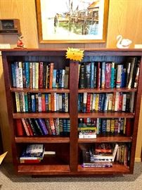 BOOKCASE WITH NUMEROUS HARDCOVER BOOKS (DANIELLE STEEL & READERS DIGEST & MORE)