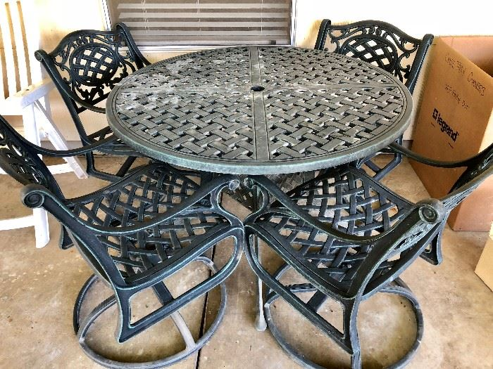 OUTDOOR IRON PATIO TABLE & 4 CHAIRS