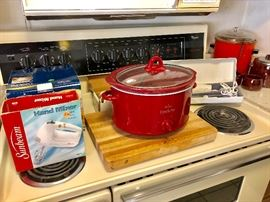 SLOW COOKER CROCKPOTS / HAND MIXER / ELECTRIC KNIFE / CANISTERS