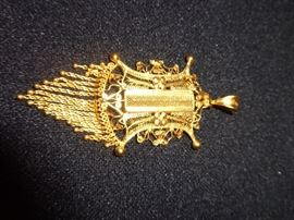 22kt gold pendent 3 inches long by 1 and 1/2 inches wide