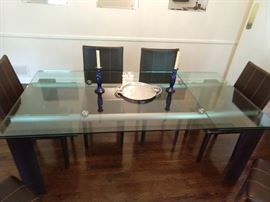 Side view of the Roche Bobois extendable dining table.