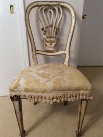 Cute vintage French chair, perfect for the inner princess in you.