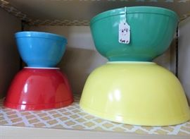 Pyrex Primary Colors mixing bowl set