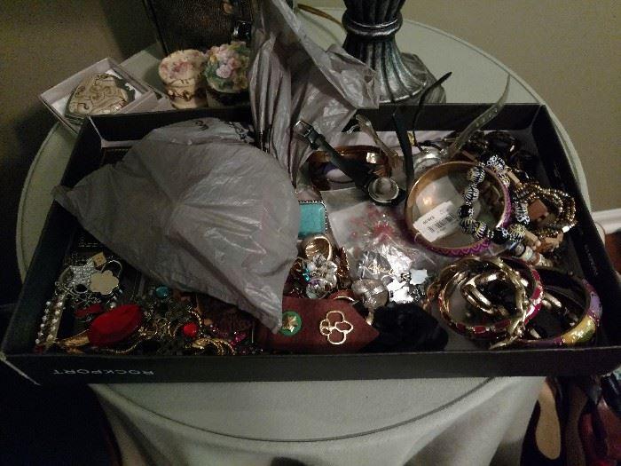 Many pieces of jewelry