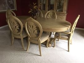 DINING TABLE W/1 LEAF & 6 CHAIRS