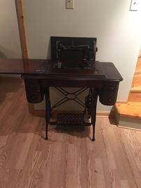Minnesota Sewing Machine and 5 Drawer Table