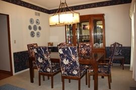 Drexel dining table, 2 leaves, 6 chairs