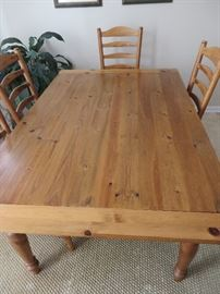 PINE TABLE AND CHAIRS POTTERY BARN