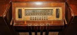STREAMLINE ART DECO ZENITH CONSOLE RADIO