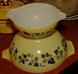 HARD TO FIND 2 YELLOW PYREX BOWLS WITH GOOSEBERRY PATTERN