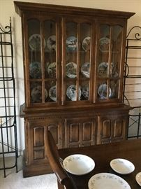 $150   Ethan Allen china cabinet