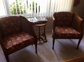 2 matching sitting chairs