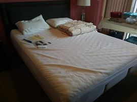 Cloud Supreme Queen Tempur-Pedic Adjustable Bed.  Only 3 years old.  Excellent condition.  With headboard.