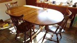 Beautiful Oval Table with/2 more leafs, 6 chairs