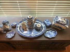 Various pieces of Blue Willow